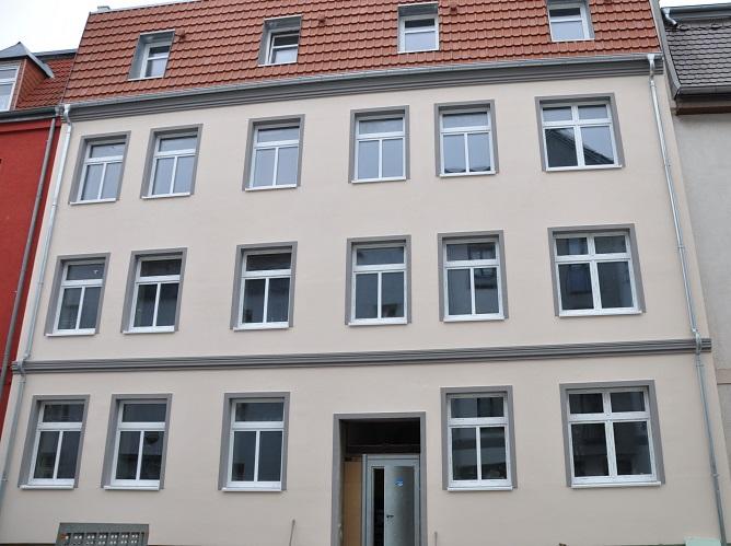 2-Zimmer-Wohnung mit großer Küche & Balkon, EG links, WE 1, NEUBEZUG nach Sanierung in der Peter-Blome-Str. 8, Stralsund